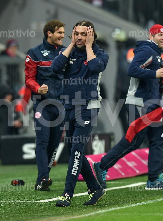 FUSSBALL  1. BUNDESLIGA  SAISON 2015/2016  24. SPIELTAG FC Bayern Muenchen - 1. FSV Mainz 05       02.03.2016 Trainer Martin Schmidt (re, 1. FSV Mainz 05)  wirkt nach dem Spiel fassungslos