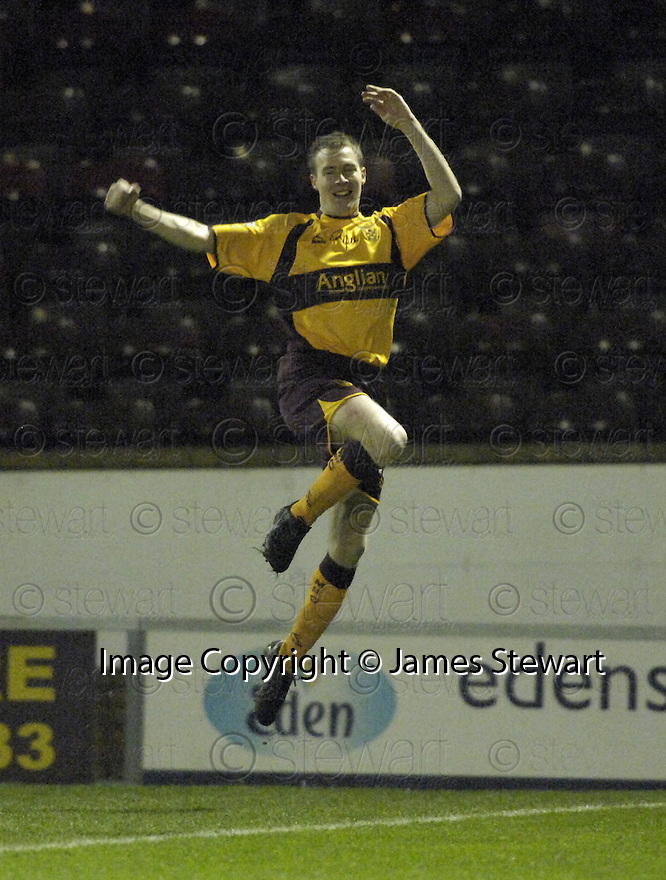 20/02/2008    Copyright Pic: James Stewart.File Name : sct_jspa02_motherwell_v_ICT.DAVID CLARKSON CELEBRATES AFTER HE SCORES THE FIRST FOR MOTHERWELL.James Stewart Photo Agency 19 Carronlea Drive, Falkirk. FK2 8DN      Vat Reg No. 607 6932 25.Studio      : +44 (0)1324 611191 .Mobile      : +44 (0)7721 416997.E-mail  :  jim@jspa.co.uk.If you require further information then contact Jim Stewart on any of the numbers above........