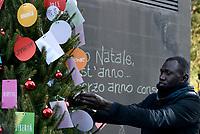 Spauracchio, l'albero di Natale migrante alla Stazione Tiburtina