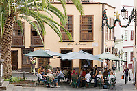 Spain, Canary Islands, La Palma, Santa Cruz de La Palma: capital - old town, cafe