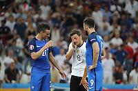 Mesut Oezil (Deutschland Germany) wird von Morgan Schneiderlin (Frankreich, France) und Olivier Giroud (Frankreich, France) getröstet - UEFA Euro 2016: Deutschland vs. Frankreich, Stade Velodrome Marseille, Halbfinale M50