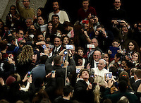 Papa Francesco saluta i fedeli al suo arrivo all'udienza generale del mercoledi' in aula Paolo VI in Vaticano, 11 gennaio 2017.<br /> Pope Francis waves faithful as he arrives to lead  his weekly general audience in Paul VI Hall at the Vatican, on January 11, 2017.<br /> UPDATE IMAGES PRESS/Isabella Bonotto<br /> <br /> STRICTLY ONLY FOR EDITORIAL USE