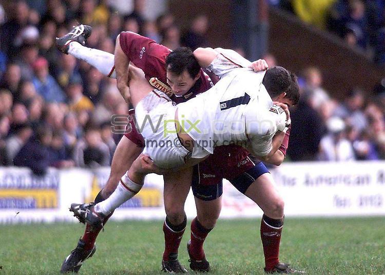 Pix: Ben Duffy.....Leeds Rhinos v Bradford Bulls 26/12/99...Super League Boxing Day Friendly...COPYWRIGHT PICTURE>>SIMON WILKINSON>>01943 436649..Richie Blackmore..Leeds  dumps Bradford Bulls Paul Sykes.