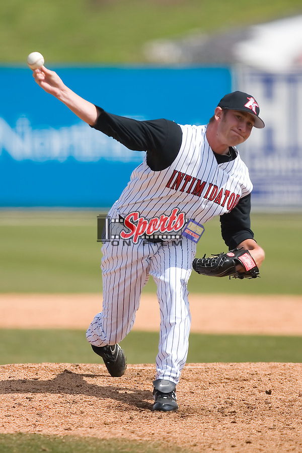 Relief pitcher Levi Maxwell (27) of the Kannapolis Intimidators in action versus the Asheville Tourists at Fieldcrest Cannon Stadium in Kannapolis, NC, Wednesday April 9, 2008.