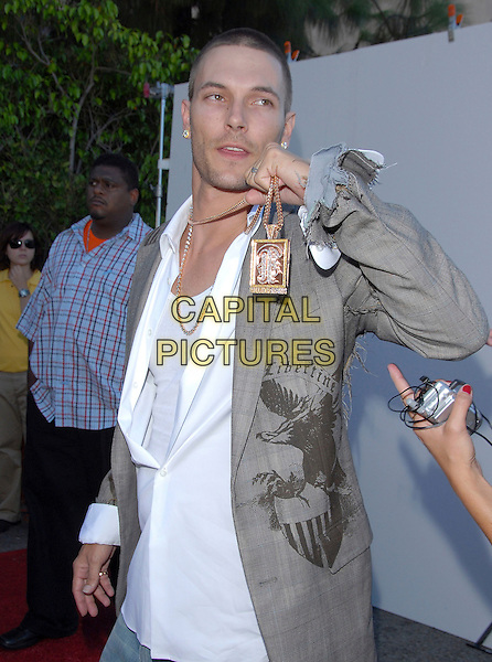 KEVIN FEDERLINE.At The 2006 Teen Choice Awards - Arrivals, .held at The Universal Ampitheatre in Universal City, California, USA, August 20th 2006..half length grey ripped libertine jacket white shirt gold necklace chain pendant bling.Ref: DVS.www.capitalpictures.com.sales@capitalpictures.com.©Debbie VanStory/Capital Pictures