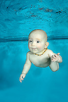 Baby diving in Pool, Babyswimming