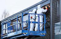 Nederland  Beverwijk. Werkzaamheden aan een pand, waar asbest in is verwerkt.   Foto Berlinda van Dam / Hollandse Hoogte
