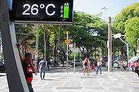 SÃO PAULO-SP-30,10,2014-CLIMA TEMPO SÃO PAULO - (Praça da Sé)A temperatura terá maxima de até 33° e temperatura média de 30° na capital paulista.Região central da cidade de São Paulo,na manhã dessa quinta-feira,30(Foto:Kevin David/Brazil Photo Press)