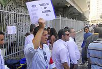 RIO DE JANEIRO, RJ 29 DE NOVEMBRO 2012 - TREINAMENTO DOS BOMBEIROS DO RIO DE JANEIRO. Movimento na região Bravo, durante a Defesa Civil municipal que inicia exercícios de desocupação na região Alfa que abrange 57 edificações concentradas no Largo da Carioca, Cinelândia e Uruguaiana no Rio de Janeiro (RJ), nesta quinta-feira (29).<br /> FOTO RONALDO BRANDAO / BRAZILPHOTO PRESS
