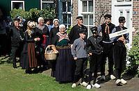 Schagen - Jaarlijkse  Westfriese Folkloredagen. Tijdens de Klederdrachtdag komen verschillende klederdrachtgroepen uit  Nederland naar Schagen. Klederdracht uit Nunspeet. De vrouw met de mand is Eibertje, een historisch figuur