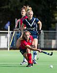 AMSTELVEEN  - Mila Muyselaar (Lar) met Kari Stam (Pin)  , hoofdklasse hockeywedstrijd dames Pinole-Laren (1-3). COPYRIGHT  KOEN SUYK