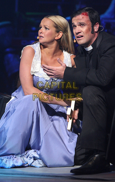 JENNIFER ELLISON & SHANNON NOLL .War Of The Worlds 'Alive on Stage' dress rehearsal at Elstree Studios, .June 4th 2009..theatre photocall half length on stage blue dress acting microphone costume kneeling vicar .CAP/ROS.©Steve Ross/Capital Pictures
