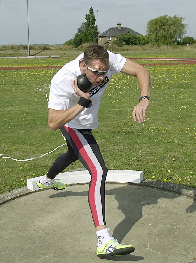 Photo:Ken Brown.4.9.2000 Dean Macey training at Waterside Park in Canvey Island before he flies out to the Olympics