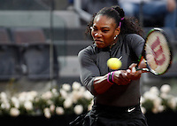 La statunitense Serena Williams in azione nel corso degli Internazionali d'Italia di tennis a Roma, 10 maggio 2016.<br /> United States' Serena Williams returns the ball to Germany's Ana Lena Friedsman at the Italian Open tennis tournament, in Rome, 10 May 2016.<br /> UPDATE IMAGES PRESS/Isabella Bonotto
