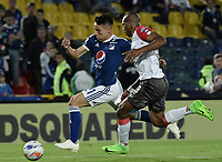 BOGOTA - COLOMBIA, 22-09-2018: Oscar Barreto (Izq) jugador de Millonarios disputa el balón con Edwin Velasco (Der) jugador de Once Caldas durante partido por la fecha 11 de la Liga Águila II 2018 jugado en el estadio Nemesio Camacho El Campin de la ciudad de Bogotá. / Oscar Barreto (L) player of Millonarios fights for the ball with Edwin Velasco (R) player of Once Caldas during the match for the date 11 of the Liga Aguila II 2018 played at the Nemesio Camacho El Campin Stadium in Bogota city. Photo: VizzorImage / Gabriel Aponte / Staff.