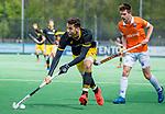BLOEMENDAAL - Nicolas Della Torre (Den Bosch)   met Thierry Brinkman (Bldaal)  tijdens de hoofdklasse competitiewedstrijd hockey heren,  Bloemendaal-Den Bosch (2-1) COPYRIGHT KOEN SUYK