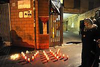 Roma, 20 -21 Aprile 2011.Piazzale del Verano.Presidio e veglia con fiaccole davanti all'istituto di medicina legale  per salutare  Vittorio Arrigoni . the arrival of the remains of  Vittorio Arrigoni..Hundreds of friends and supporters for the last farewell