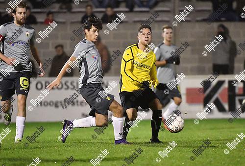 2016-11-26 / Voetbal / Seizoen 2016-2017 / Zwarte Leeuw - Berchem Sport / Jawad Absisan (l. Berchem) met Yens Peeters<br /> <br /> ,Foto: Mpics.be