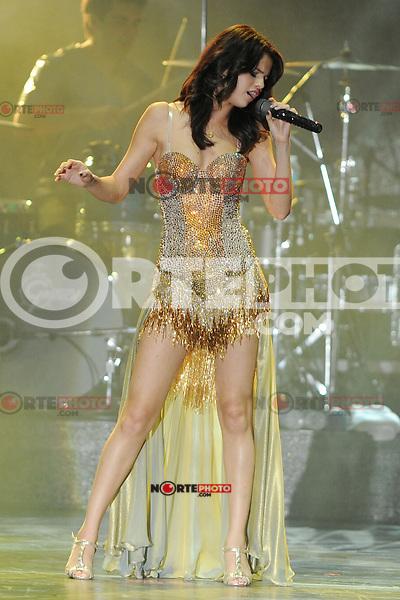 2011.07.28. BOCA RATON, FL: Selena Gomez lleva a cabo concierto en la noche de la inauguración de su gira por EE.UU. en el Anfiteatro Mizner Park Boca Raton, Florida.<br /> *foto*©*MPI04*/*MediaperforaciónInc/NortePhoto.com)<br /> **SOLO*VENTA*EN*MEXiCO**