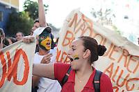 SAO PAULO, SP 05 de julho 2013-  Moradores da Favela do Moinho fazem uma passeata em direcao a Prefeitura de Sao Paulo para cobrar do Poder Público a regularização fundiária e urbanização da comunidade _  ADRIANO LIMA / BRAZIL PHOTO PRESS).