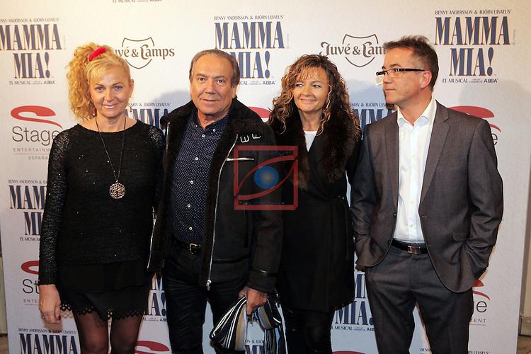 Premiere Mamma Mia! Barcelona.<br /> Justo Molinero con su esposa y unos amigos.