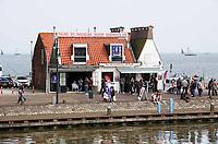 Nederland - Volendam - 2018. De haven van Volendam. Palingrokerij J.B. Plat staat te koop.    Foto Berlinda van Dam / Hollandse Hoogte