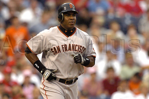 13 Aug 2004: Barry Bonds of the San Francisco Giants during the Giants 16-6 victory over the Philadelphia Phillies at Citizens Bank Park in Philadelphia, PA. Photo:  Jon Adams/actionplus...040813.baseball portrait