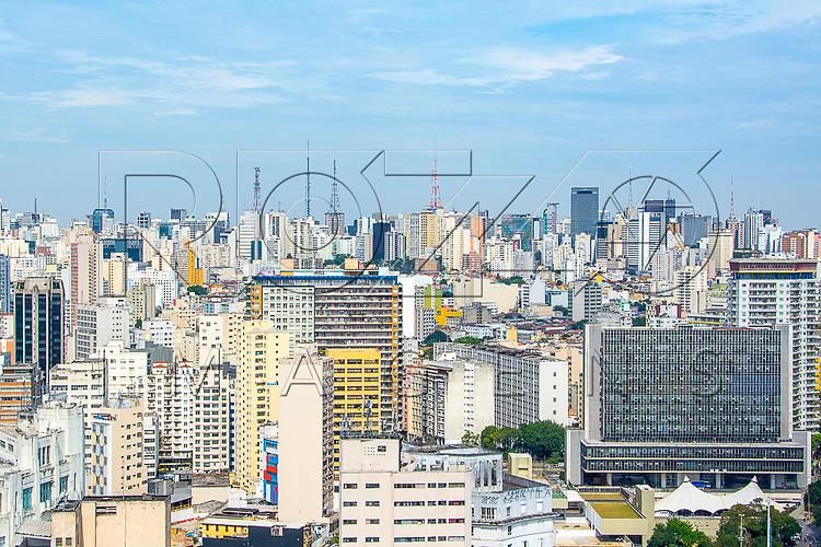 Vista de São Paulo do centro, à esquerda prédio da Câmara Municipal denominado Palácio Anchieta inaugurado em 1969, São Paulo - SP, 08/2016.