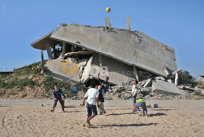 Palestinian children play with a ball outside their houses that were destroyed during Israel's 22-day offensive, in Jabalia refugee camp in the northern Gaza Strip on May 5, 2009. Israel blasted a harsh UN report on its three-week war on Gaza in January 2009 that is to be submitted to the Security Council, calling it patently biased, tendentious and misleading.   APAIMAGES PHOTO / Ashraf Amra