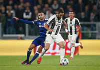 Calcio, Champions League: Gruppo H, Juventus vs Lione. Torino, Juventus Stadium, 2 novembre 2016. <br /> Juventus&rsquo; Gonzalo Higuain, left, is challenged by Lyon's Rachid Ghezzal during the Champions League Group H football match between Juventus and Lyon at Turin's Juventus Stadium, 2 November 2016. The game ended 1-1.<br /> UPDATE IMAGES PRESS/Isabella Bonotto