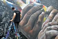 SAO PAULO, SP, 22 DE JANEIRO DE 2013 - Artista alemao Case Maclain durante Bienal Internacional Graffiti Fine Art, que lança sua segunda edição no MuBE com diversos artistas brasileiros e internacionais. As atividades de graffiti estão por todo o museu e fica até dia 22 de fevereiro, com entrada franca.FOTO: THAIS RIBEIRO/BRAZIL PHOTO PRESS