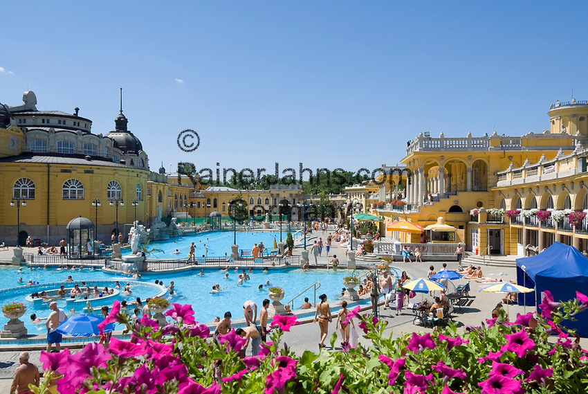 HUN, Ungarn, Budapest, Stadtteil Pest: Széchenyi-Thermalbad im Stadtwaeldchen   HUN, Hungary, Budapest, Pest District: Széchenyi-hot springs