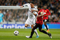 Real Madrid's Mesut Ozil (l) and Manchester United's Patrice Evra during Champions League 2012/2013 match.February 12,2013. (ALTERPHOTOS/Alfaqui/Cesar Cebolla) /NortePhoto