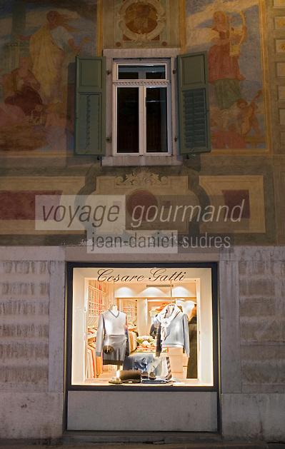 Europe/Italie/Vénétie/Dolomites/Cortina d'Ampezzo: Demeures traditionnelles et boutiques de luxe sur le Corso Italia