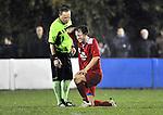 2015-10-31 /voetbal / seizoen 2015 - 2016 / Olmen - Wezel / Scheidsrechter Jan Vissers (l) informeert bij Roy Vissers (Olmen) of hij kan verderspelen