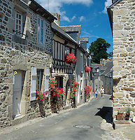 France, Brittany, Département Côtes-d'Armor, Moncontour: one of The most beautiful villages of France (Les Plus Beaux Villages de France) | Frankreich, Bretagne, Département Côtes-d'Armor, Moncontour: gehoert zu den schoensten Doerfern Frankreichs (Les plus beaux villages de France)