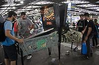 SAO PAULO, SP - 04.02.2017 - CAMPUS-PARTY - Movimenta&ccedil;&atilde;o no pen&uacute;ltimo dia da Campus Party Brasil 2017, no Pavilh&atilde;o de Exposi&ccedil;&otilde;es do Anhembi na tarde deste s&aacute;bado (04) na zona norte de S&atilde;o Paulo.<br /> <br /> (Foto: Fabricio Bomjardim / Brazil Photo Press)