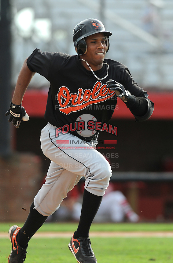 August 1, 2009: Infielder Edinho Meyer (23) of the Bluefield Orioles, rookie Appalachian League affiliate of the Baltimore Orioles in a game at Howard Johnson Field in Johnson City, Tenn. Photo by: Tom Priddy/Four Seam Images
