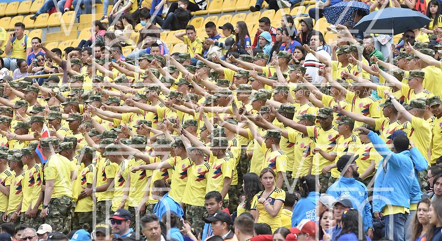 BOGOTA - COLOMBIA, 05-07-2018: Cientos de hinchas durante el homenaje de recibimiento a los jugadores de la Selección Colombia de fútbol hoy, 05 de julio de 2018, después de su participación en la Copa Mundial de la FIFA Rusia 2018. El acto tuvo lugar een el estadio Nemesio Camacho El Campín de la ciudad de Bogotá / Hundred of fans  duriong the tribute to the players of Colombia national soccer team today, July 5, 2018, after their participation in the FIFA World Cup Russia 2018. The event took place at Nemesio Camacho El Campin stadium in Bogota city. Photo: VizzorImage / Gabriel Aponte / Staff