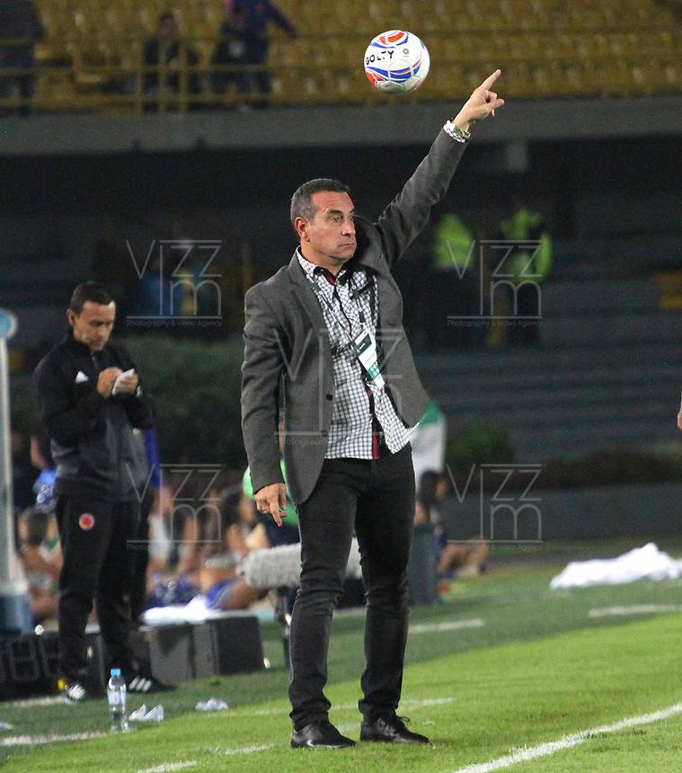 BOGOTÁ - COLOMBIA, 11-11-2018.Guillermo Sanguinetti  director técnico del Independiente Santa Fe.Acción de juego entre los equipos Millonarios e Independiente Santa Fe  durante partido  por la fecha 19 de la Liga Águila II 2018 jugado en el estadio Nemesio Camacho El Campín de la ciudad de Bogotá. /Guillermo Sanguinetti coach of Independiente Santa Fe.Action game between  Millionarios  and Independiente Santa Fe teams  during match for date 19 of Liga Águila II 2018 during the match for the date 19 of the Liga Aguila II 2018 played at the Nemesio Camacho El Campin Stadium in Bogota city. Photo: VizzorImage / Felipe Caicedo / Staff.