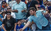 Aficionado atrapa la pelota.<br /> Acciones del partido de beisbol, Dodgers de Los Angeles contra Padres de San Diego, tercer juego de la Serie en Mexico de las Ligas Mayores del Beisbol, realizado en el estadio de los Sultanes de Monterrey, Mexico el domingo 6 de Mayo 2018.<br /> (Photo: Luis Gutierrez)
