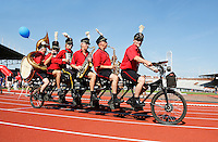 Nederland  Amsterdam 2016. Het Fietsorkest rijdt rondjes in het Olympisch Stadion tijdens de Rollatorloop.  Foto Berlinda van Dam / Hollandse Hoogte
