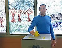Referendum popolare 2016 per il divieto di future trivellazioni petrolifere nei territori  Italiani<br /> Luigi De Magistris   al voto