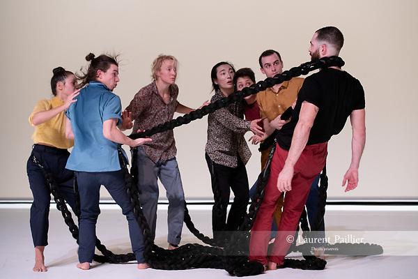 SAMSARA<br /> <br /> CHORÉGRAPHIE ET SCÉNOGRAPHIE Jann Gallois <br /> CONSEIL À LA SCÉNOGRAPHIE Delphine Sainte-Marie <br /> LUMIÈRES Cyril Mulon <br /> MUSIQUE Charles Amblard<br /> COSTUMES Marie-Cécile Viault <br /> regard extérieur Frédéric Le Van<br /> <br /> AVEC Inkeun Baïk, Carla Diego, Shirwann Jeammes, Jean-Charles Jousni, Jann Gallois, Jérémy Kouyoumdjian, Laureline Richard<br /> COMPAGNIE : Cie Burnout<br /> LIEU Théâtre National de la Danse de Chaillot - Salle Gemier<br /> VILLE : Paris<br /> DATE : 05/11/2015