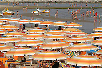 - beach with beach umbrellas ....- spiaggia con ombrelloni ....