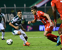 PALMIRA - COLOMBIA, 20-11-2019: Andres Arroyo del Cali disputa el balón con Carlos Sierra de America durante partido entre Deportivo Cali y América de Cali por la fecha 4, cuadrangulares semifinales, de la Liga Águila II 2019 jugado en el estadio Deportivo Cali de la ciudad de Palmira. / Andres Arroyo of Cali vies for the ball with Carlos Sierra of America during match between Deportivo Cali and America de Cali for the date 4, quadrangulars semifinals, as part of Aguila League II 2019 played at Deportivo Cali stadium in Palmira city. Photo: VizzorImage / Nelson Rios / Cont