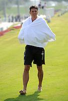 Fussball 1. Bundesliga:  Saison   2011/2012    Winter Trainingslager des FC Bayern Muenchen  03.01.2012 Mario Gomez mit umgeschlagenem Handtuch
