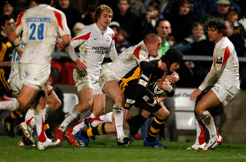 Photo: Richard Lane/Richard Lane Photography..London Wasps v Newcastle Falcons. Guinness Premiership. 25/11/2007. .Wasps' Danny Cipriani powers over for his second try.