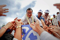 Sam Rainsy (C), president of the Cambodia National Rescue Party (CNRP) greets supporters from a stage on the final day of campaigning before elections in Phnom Penh July 26, 2013. Cambodian opposition leader Rainsy returned home from exile earlier this month after a royal pardon removed the threat of a jail term and he immediately joined the campaign to unseat long-serving Prime Minister Hun Sen in general elections scheduled for July 28.    REUTERS/Damir Sagolj (CAMBODIA)