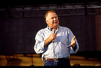 Former Green Bay Packers guard Jerry Kramer speaks to the crowd at the Lombardi Legends reunion event in downtown Green Bay in September of 2001.